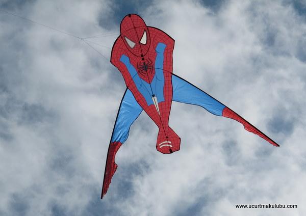 Örümcek Adam uçurtma